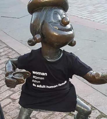 Statue with woman T-shirt